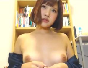 【美少女×ライブチャット】ジャージを脱ぐとそこには…!!パイパン&プリ尻だった!