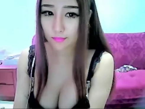 巨乳中国人美少女がバイブオナニーをした後に中出しセックス生配信