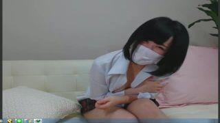 照れ屋さんのロリ女子高生が制服をはだけて胸チラするエロ配信