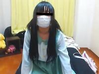 黒髪ツインテールの制服JKがマン筋モロ出しのM字開脚になってオナニー生配信!