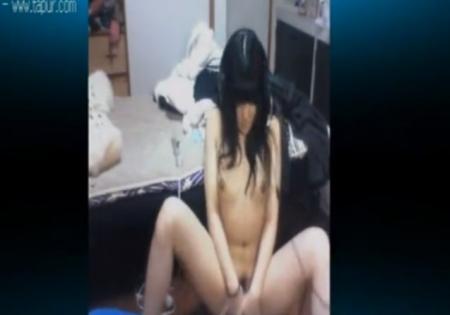素人美少女も欲求不満でネットで全裸になりエロイプオナニー見せてる現実
