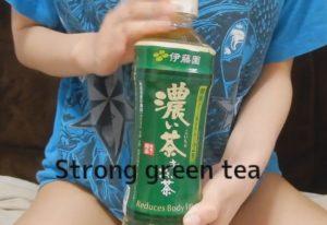 濃いお茶を飲むとおしっこの色は濃くなるのか