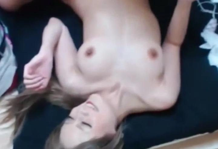 3Pセックスを生ライブ配信する人気キャバ嬢